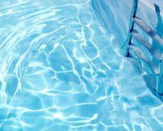 Nettoyer sa piscine au sel